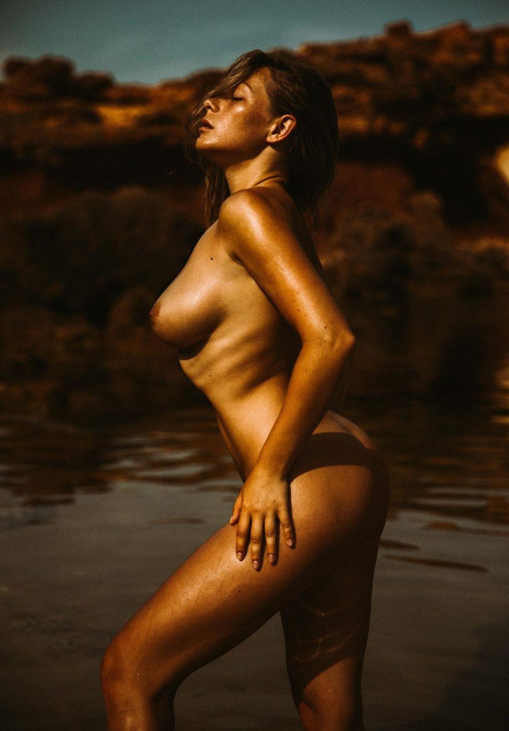 Gabriela Mach  nackt
