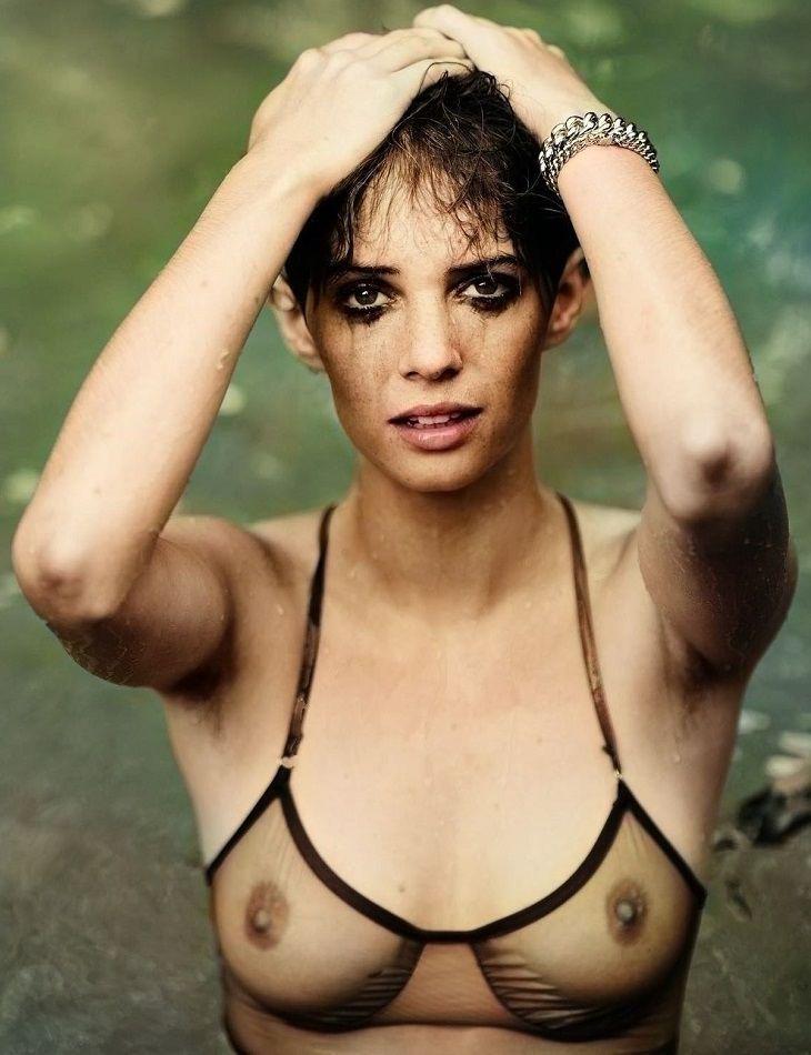 Maya Hawke Nude
