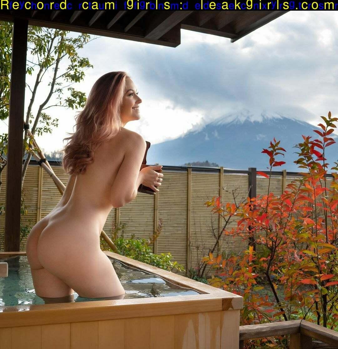 Meg Turney  nackt